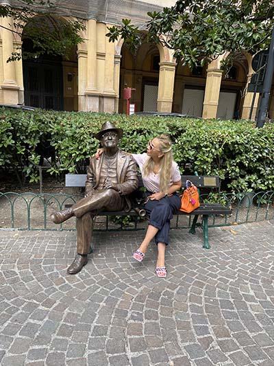 Lucio Dalla Statua in Piazza Cavour - Galleria Cavour